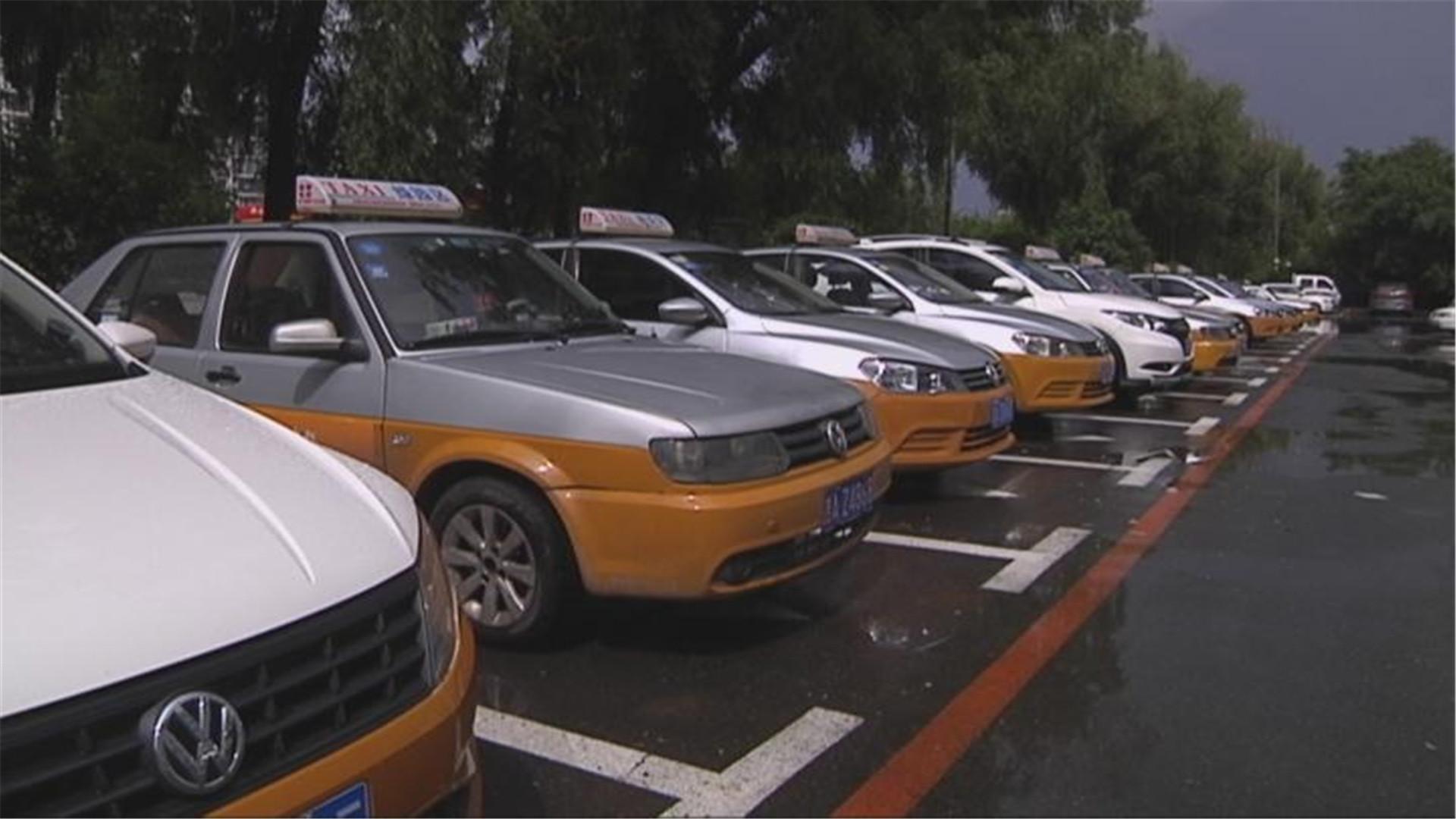 红色传承 爱在路上:300余名出租车司机 血站献血奉献爱心