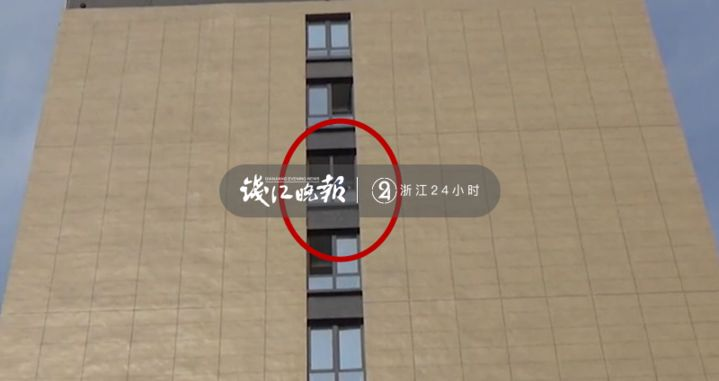 1岁娃只会叫爸不叫妈!女子爬上11楼窗台痛哭:老公说我就知道玩手机