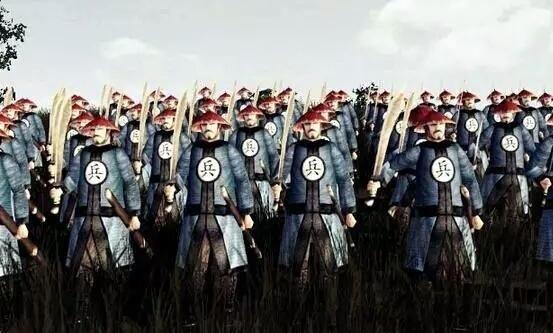 清朝剧中清兵的衣服上,一会儿是兵,一会儿是勇,有什么区别