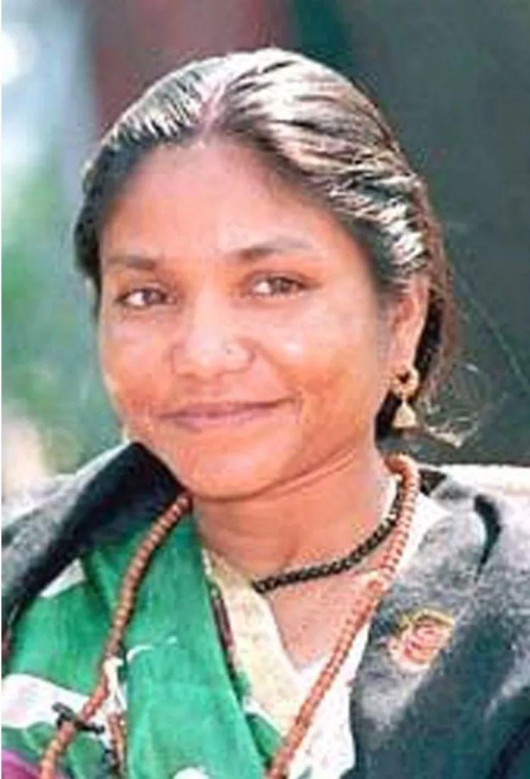 <b>从土匪女王到国会议员:16岁遭轮奸后,她屠村复仇,却得到全印度人拥戴</b>