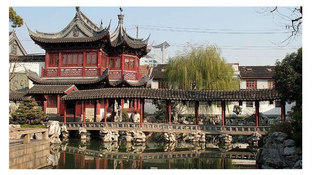方寸之间,尽显中国古典园林精巧雅致的建筑艺术,豫园