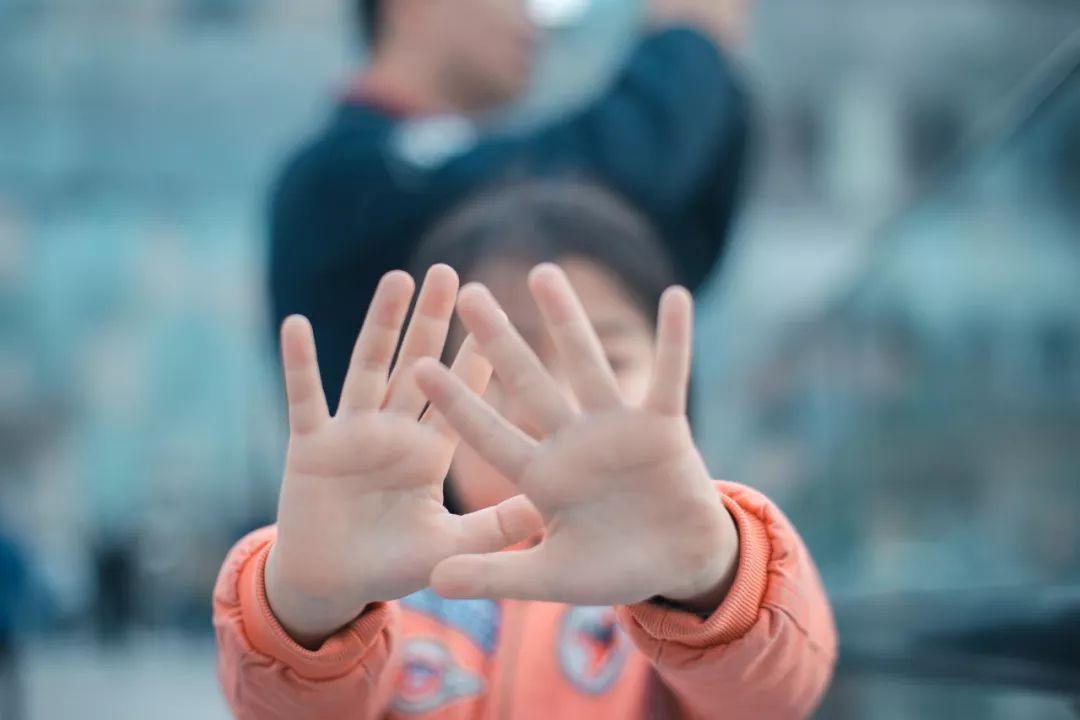孩子在学校被打怎么办?公安大学李玫瑾教授教你这样做(附视频)