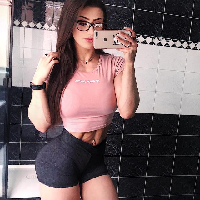 女孩120斤开始健身,训练6年涨到150斤,为增肌一天5餐