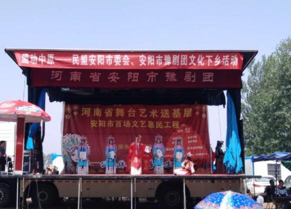 民盟安阳市委会到安阳县辛村镇武家门村开展文化扶贫活动