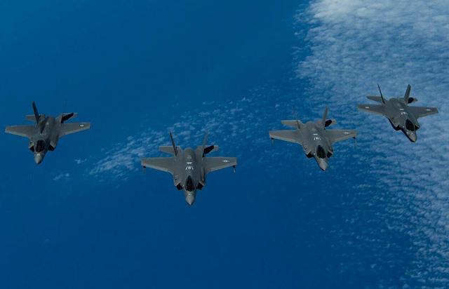 美国头号盟友抢先动手,大批F35飞越伊朗基地,俄:英国自不量力