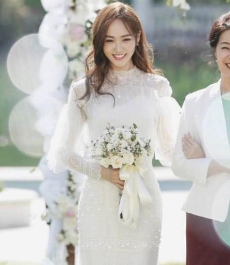 婚纱照大PK,唐嫣最浪漫,热巴最温馨,杨颖才是让人羡慕的公主