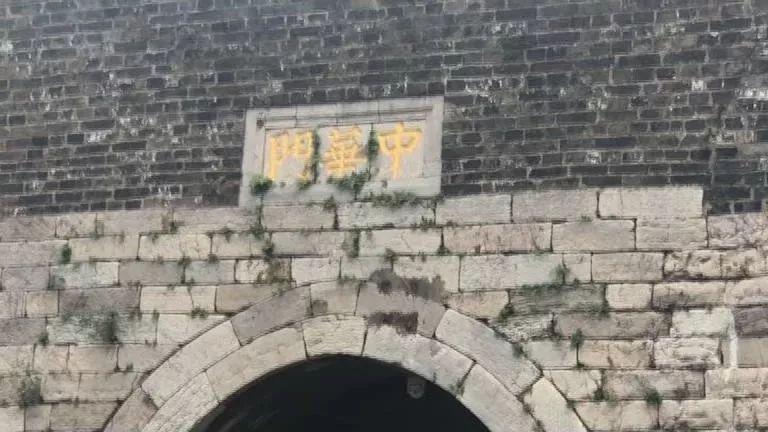 跟着老白去南京:探访明城墙、游览夫子庙、南大行制作扑翼机 、到总统府了解历史……