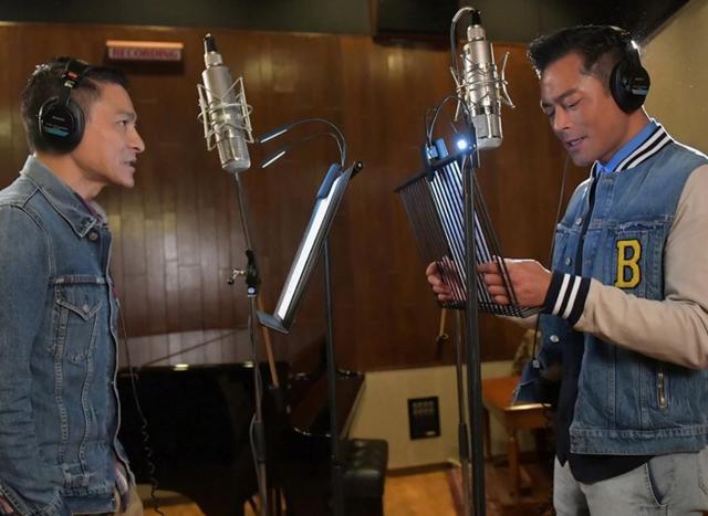 刘德华和古天乐同框合影,给新电影录唱主题曲,配合默契胜似拍戏图片
