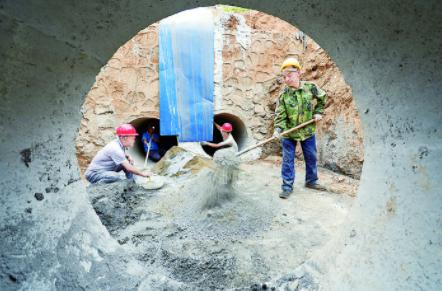 官道河修复工程严把质量赶进度