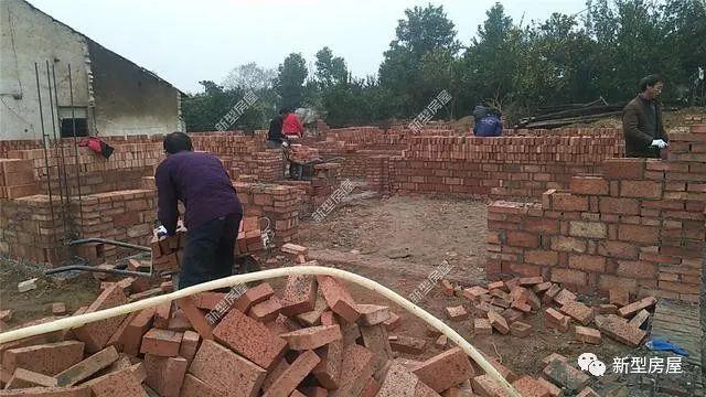 农村小伙自建房,30万的洋房他15万就建成,怎么省钱的
