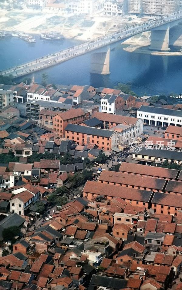 70年代末的柳州珍贵彩照 繁荣的自由市场 这里有最早的印象刘三姐