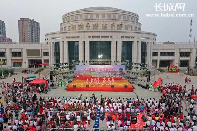 "<b>壮丽70年 奋斗新时代""运河区第八届社区文化艺术节开幕</b>"