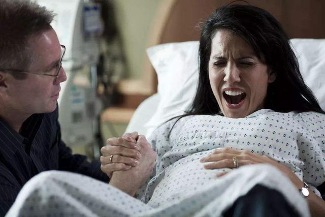 """順產時寶媽眼中最""""尷尬""""的事,醫生眼里的好事,很多孕婦做不到"""