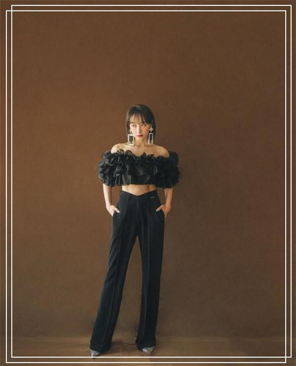 张子枫哪还有一点假小子样?黑木耳衬衫穿出女王范,宋茜都没她帅