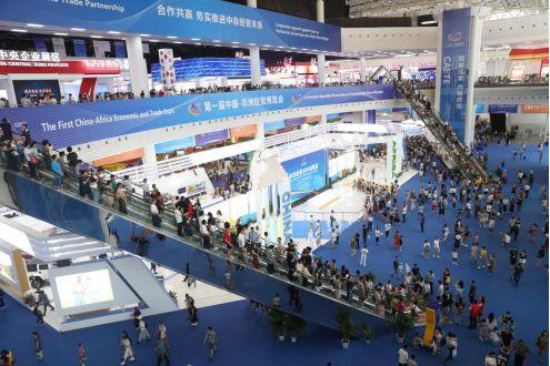 首届中非经贸博览会:千亿签约 内外联动 闪耀世界