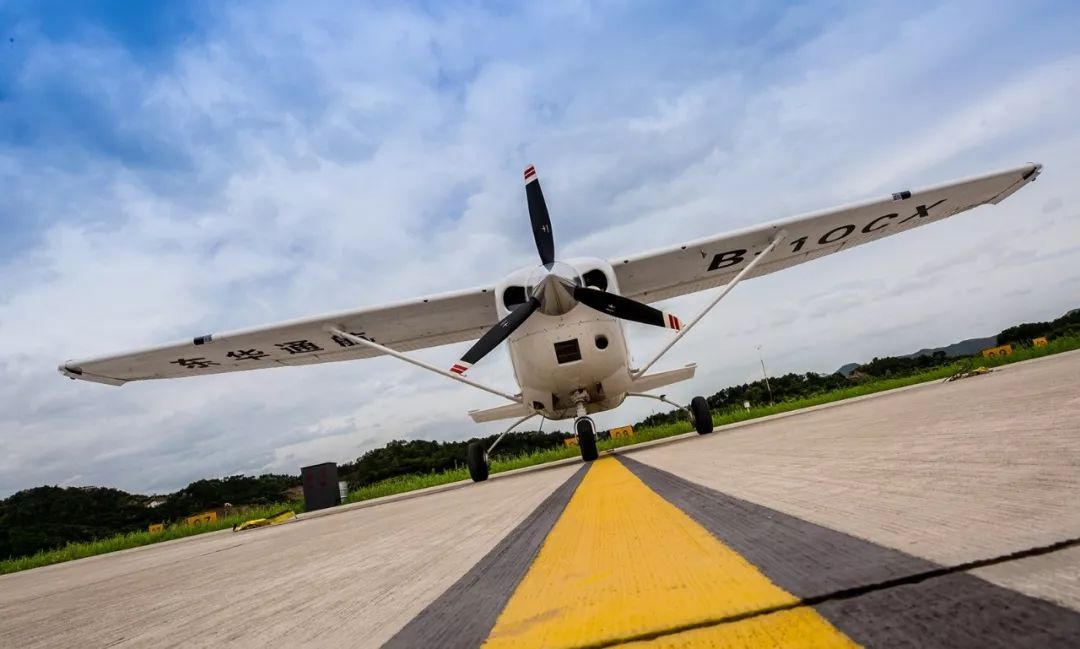 <b>免费玩!!!50架航空器霸气展览,吃喝玩乐全包罗,今夏最嗨就在这!!</b>