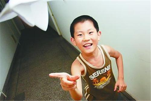 他出生就是神童,2天半讀完小學,10歲考上重點大學