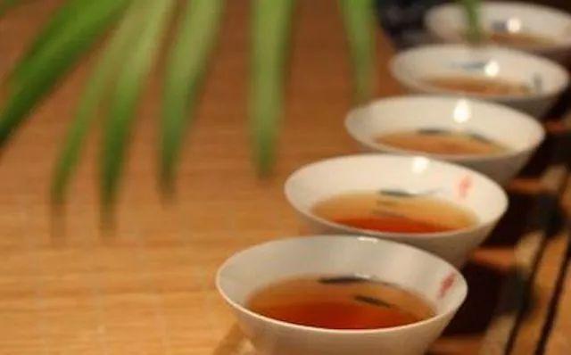 做有修养的茶人知礼懂礼才不会在茶桌上失礼