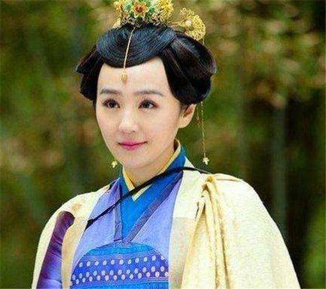 贵族女看不上富家子,偏要嫁看大门卫兵,别人取笑她,后成皇太后