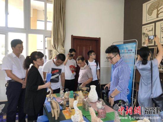 福州文艺志愿者走进长乐梅花镇 文学助力脱贫攻坚