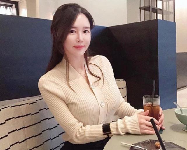 36歲韓國貴婦,皮膚緊致身材好,每周打高爾夫是她的保養方式!