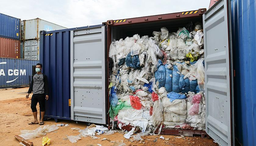 印尼退回西欧垃圾 65个集装箱仅有16个及格