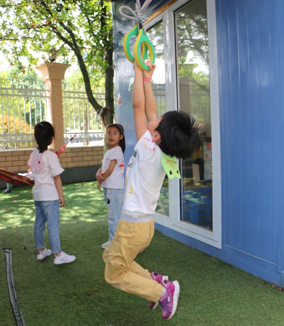 波多野咻狠射_高空滑索 咻~咻~ 孩子们变成小超人 在空中快速飞行 吊环 一,二,三