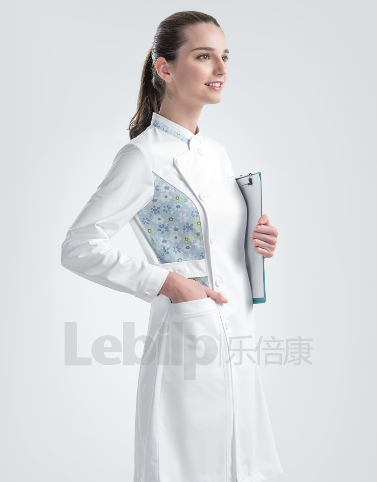 工作性质决定护士工作服的外观