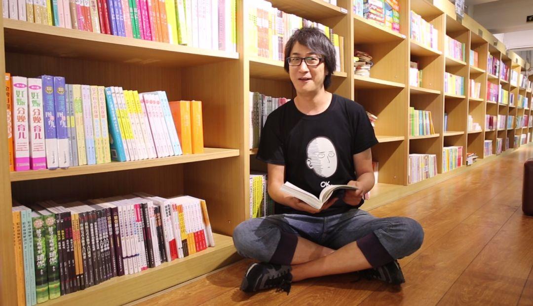 电视台主持人王寅一起去大连,听他不语自己的第二本漫画书《树解读》.尤金奥漫画丁图片