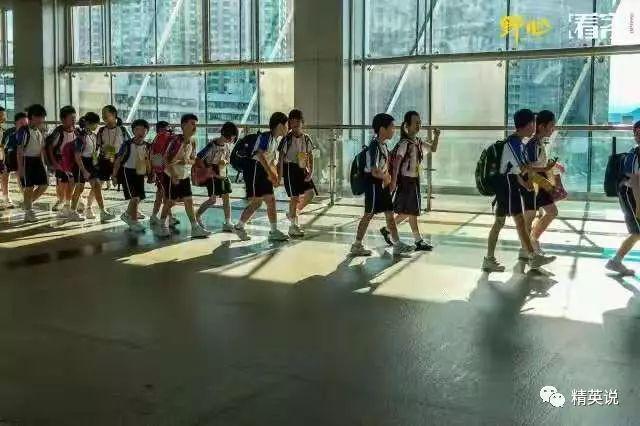 在深圳有超过20万学童要在凌晨5点赶去香港读书