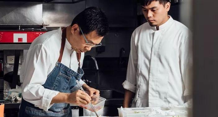 从无名小工到台湾大厨,简天才的厨艺养成之道