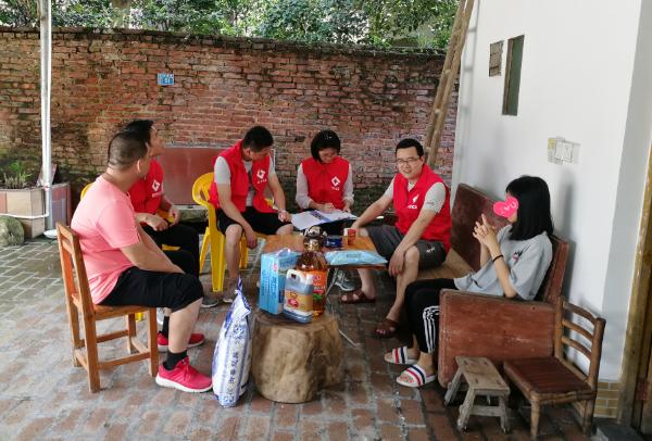广东扶贫济困日德晟志愿者探访慰问清新区龙颈镇困难学生