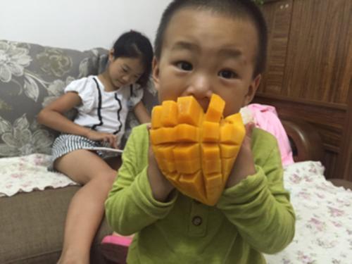 <b>小暑降临:这些水果,大人吃了没事,1岁宝宝却受不了,家长留心</b>