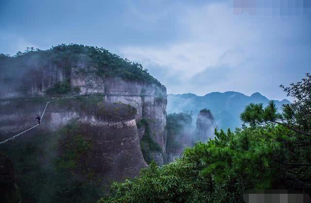 """这景区被称为""""神仙居住的地方"""",老外都在云上行走,十分惊险!"""
