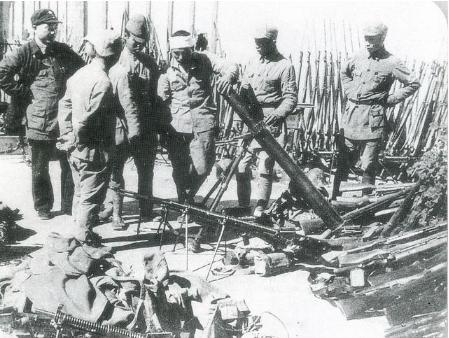 二战后,中国农民打猎发现日军藏匿的军火库,该怎么处理?