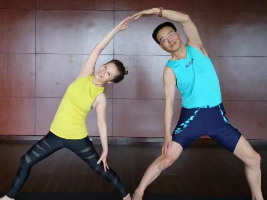 坚持瑜伽11年,年近七旬夫妻,练好了三高,伤残身体竟恢复如初!