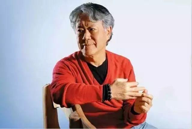 他是林青霞唯一的偶像,却给菜场大妈讲了四年《红楼梦》;他是台湾美学大师,更是一个活在故事里的人。