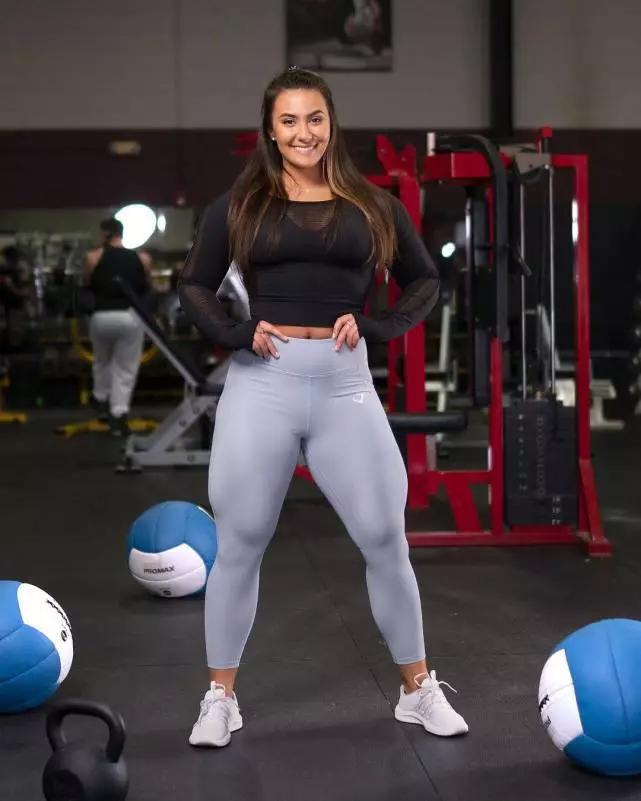 23歲女孩健身5年,體重達130斤,粗壯大腿是她最滿意的地方