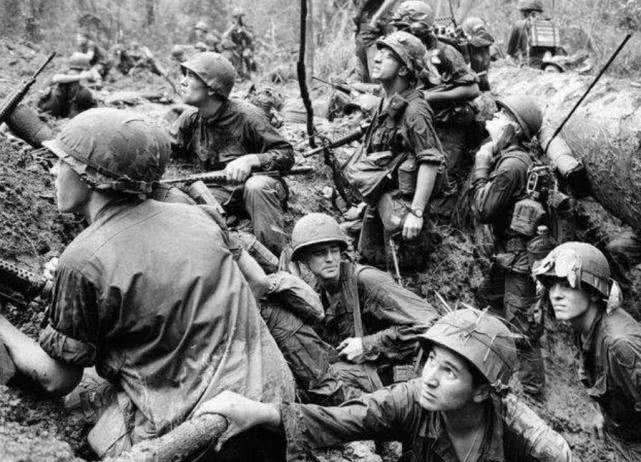 原创 越南战争中,美军士兵精神失常,抄起重机枪撂倒40名战友