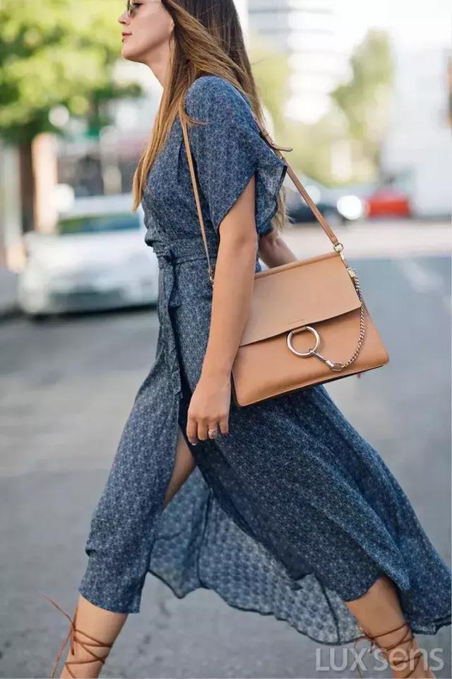 浅色包包才是这个夏天的标配,最值得剁手的都在这里!