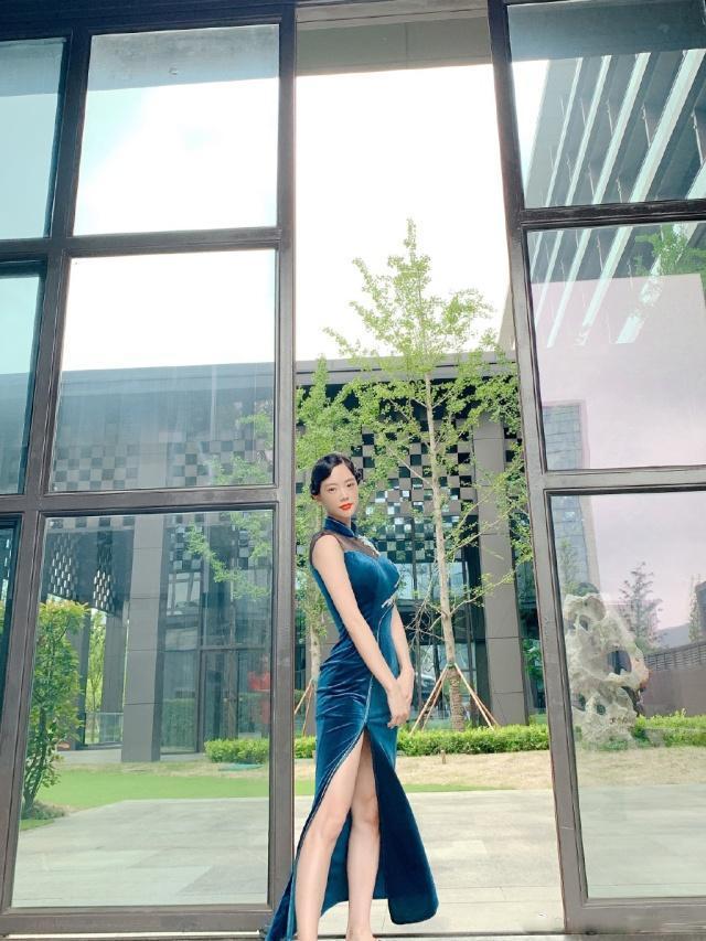 """""""亚洲第一美女""""克拉拉,穿旗袍优雅又妩媚,依旧遮不住的性感!"""