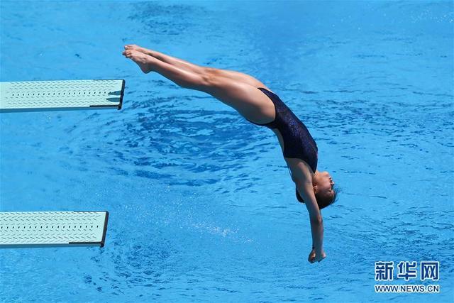 中国选手包揽金银牌,直击跳水——女子1米板决赛