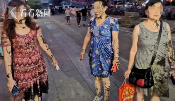 """墨水瓶从天而降!四名女子遭殃成""""黑人"""":嘴里往外吐墨汁"""