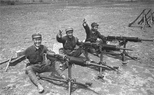 抗战时我军研制的步枪,不仅装配三棱刺刀,还有天下第一准星美誉