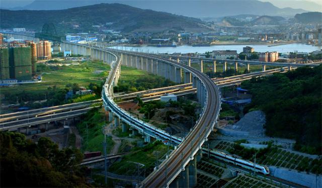 中国行程最短的高铁,仅用八分钟就到站,乘客表示刚坐下就到了_天津站