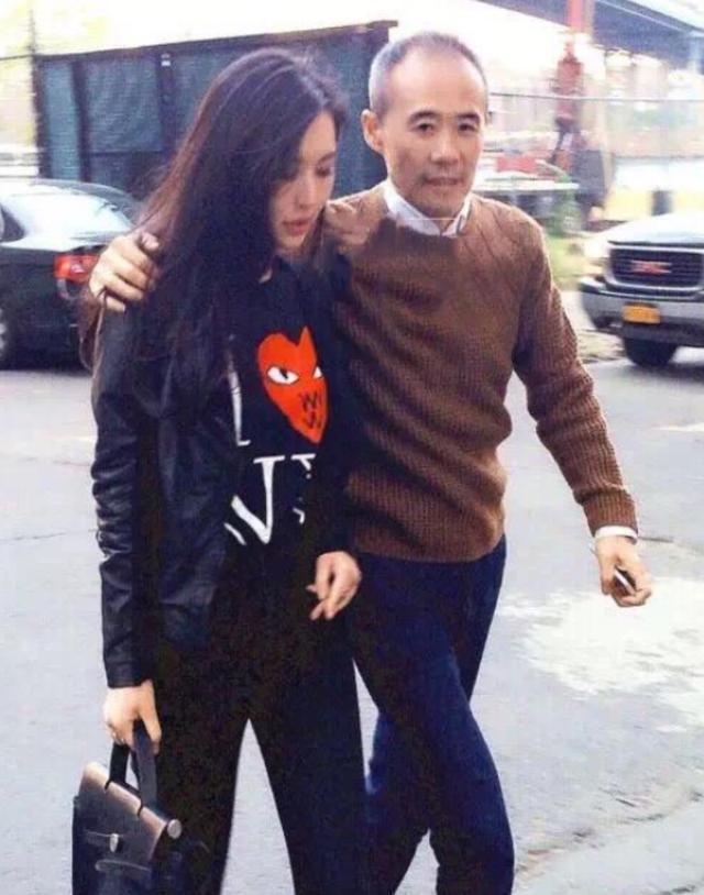 38岁田朴珺牵手68岁老公逛街,两人这么恩爱让人羡慕 imeee.net
