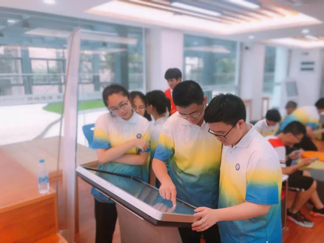福州华侨中学举办首届生涯游园会 校园在线首亮相插图1