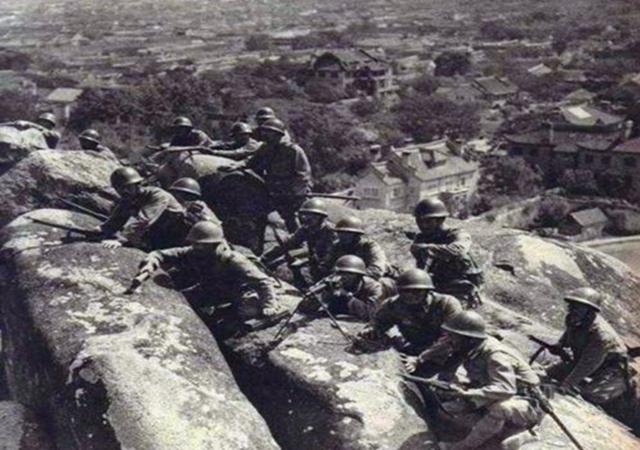 日本钢军有多强?王牌师团被我军伏击惨败,鬼子伤兵用同归于尽抵抗当俘虏