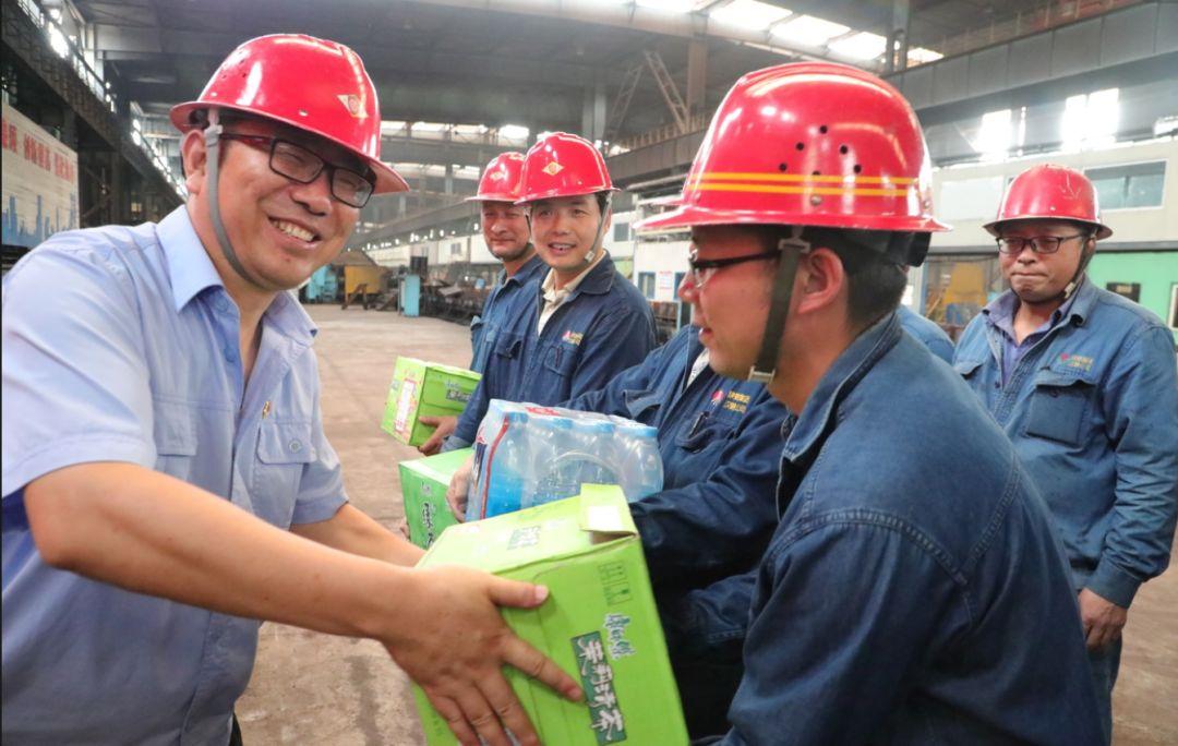 【公司新闻】情系职工 夏送清凉 --汉钢公司开启送清凉活动(图2)