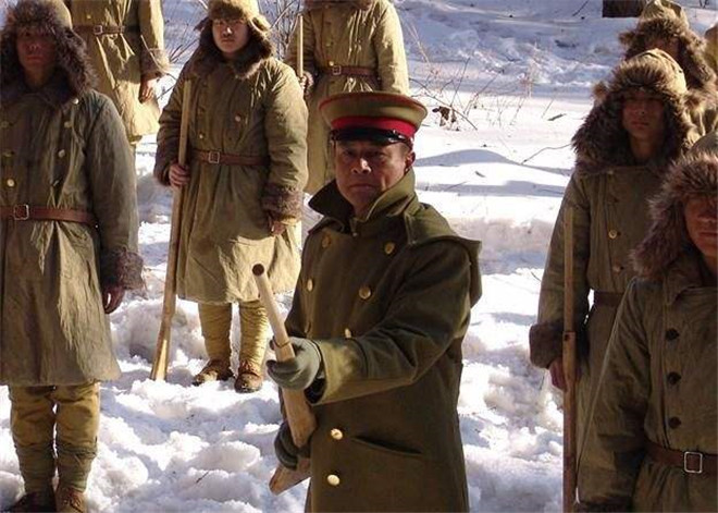 缴获的日军大衣到底藏着什么秘密?我军战士都不穿,原来是这样!